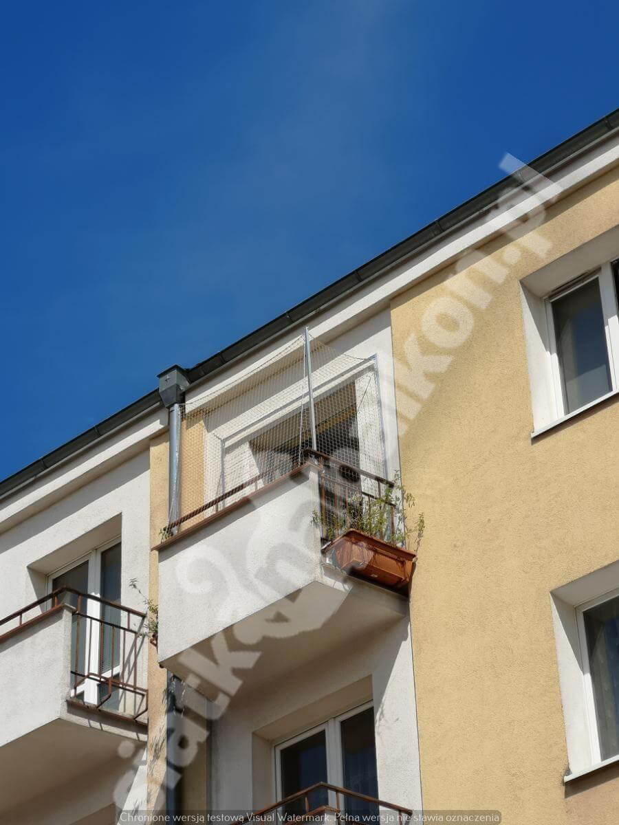 siatka-na-balkon-montaz-polinwazyjny-1
