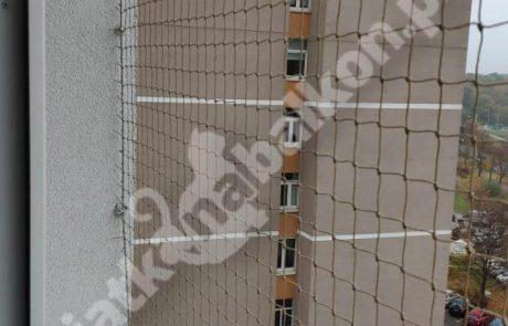 montaż siatki z dostępem do parapetu (5)